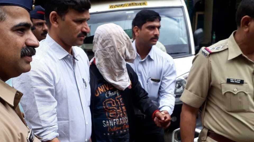 son-killed-mother-father-pune-मुलाकडून आई-वडिलांची हत्या