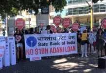 stop-adani-चे-बॅनर्स-घेऊन-भारत-ऑस्ट-stop-adani-carrying-banners-india-ost